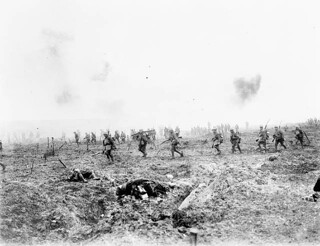 "The 29th Infantry Batallion advancing over ""No Man's Land"" through German barbed wire lines... / ...le 29e Bataillon d'infanterie avance sur le « no man's land » malgré les barbelés allemands..."