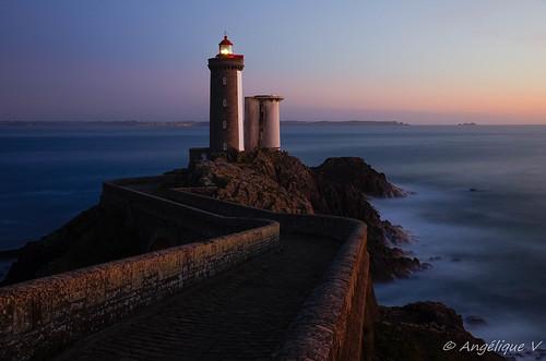 bretagne finistère k5ii pentax tamron1750mmf28 nd100 paysage phare plouzané tamron coucherdesoleil pauselongue sunset mer sea longexposure petitminou littoral ciel océan eau rivage
