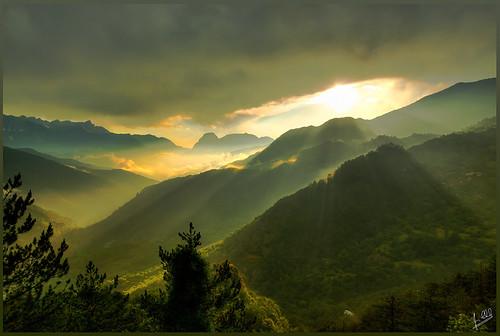 sunset sky sun mist mountains rain clouds river aftertherain pindos epirus armata ελλάδα σύννεφα τοπίο pades βροχή aoos ήλιου timfi smolikas δυση distrato ήλιοσ ήπειροσ ακτίνεσ πίνδοσ τύμφη πάδεσ αώοσ δρυμόσ λξ