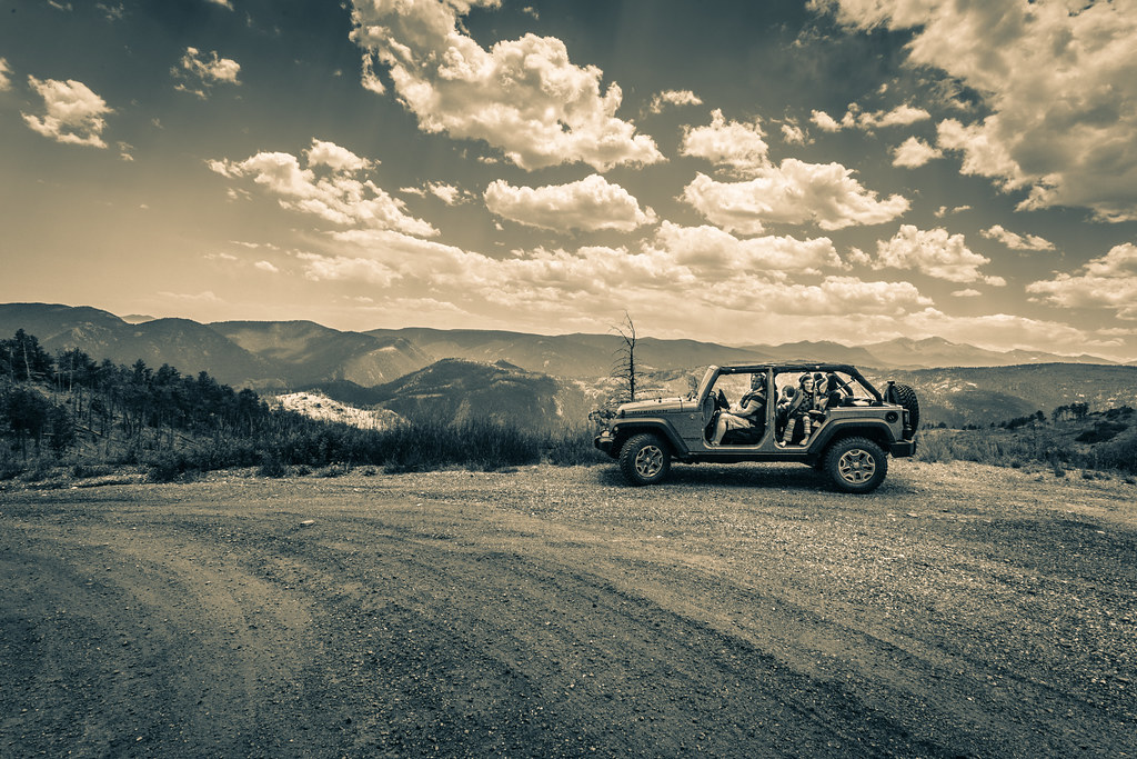 29/52/Portrait - Jeep meets Rock(y Mountain National Park)