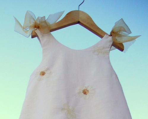 Vestido lino blanco con bordado de paillettes