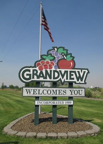Grandview Welcomes You Sign (Grandview, Washington)