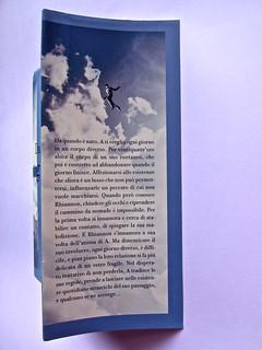 David Levithan, ogni giorno. Rizzoli 2013. Progetto grafico di copertina © Adam Abernethy. Risvolto della prima di sovracoperta (part.), 1