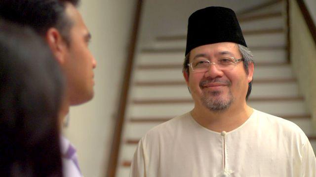 Mustapha Kamal sebagai Tan Sri Zahir