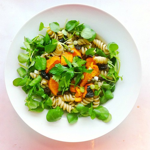 Pasta week, recipe n.4: wholegrain fusilli pasta, half of a roasted sweet potato, watercress, black olives, capers, spring onions. Extra virgin olive oil, balsamic vinegar. #salad #salads #veg #vegan #veggie #veganlunch #veggieshare #vegetarian #health #h