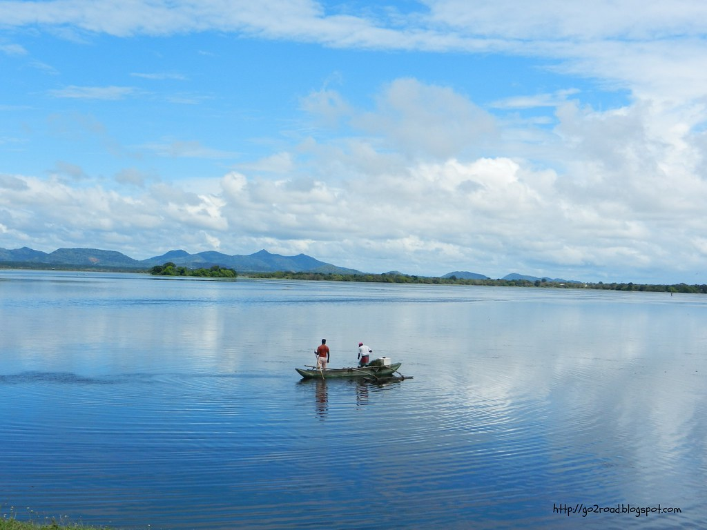 Озеро в Тиссамахараме Шри Ланка