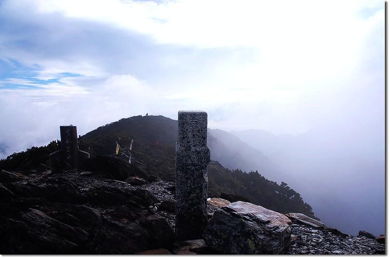 秀姑巒山二等三角點(#1691 Elev. 3825 m) 1