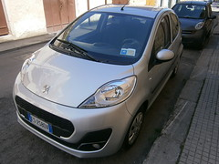 compact sport utility vehicle(0.0), city car(0.0), automobile(1.0), peugeot(1.0), vehicle(1.0), subcompact car(1.0), land vehicle(1.0), hatchback(1.0),