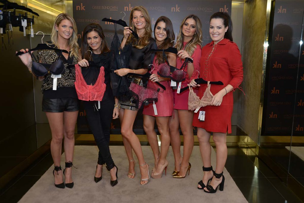 Helena Bordon, Nathalie Klein, Gisele Bundchen, Camila Coelho, Thassia Naves e Mariah Bernardes_103