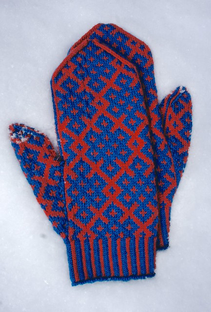 Endless Knot Russian-style Mittens