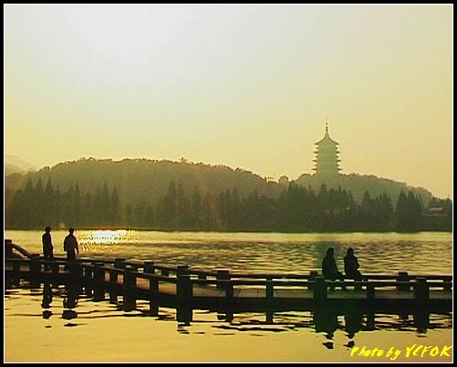 杭州 西湖 (其他景點) - 529 (西湖十景之 柳浪聞鶯 在這裡準備觀看 西湖十景的雷峰夕照 (雷峰塔日落景致)