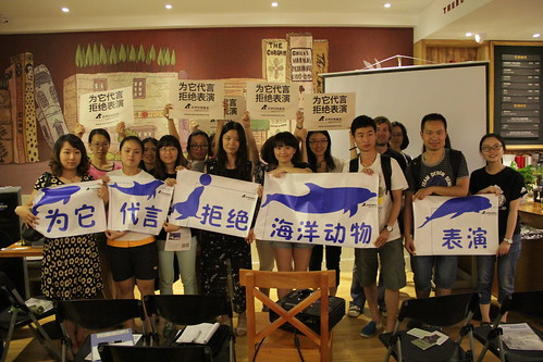 Audience at the coffee shop pledge support for efforts to eradicate the use of animals for public entertainment