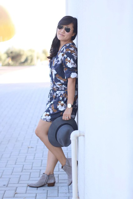 simplyxclassic, fall, fall style, grey floral romper, romper, floral, grey outfit, mommy blogger, style blogger, orange county, old navy, old navy style
