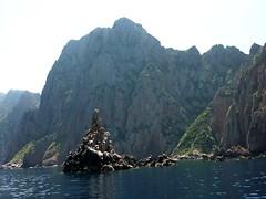Côte Nord du Capu Rossu : l'îlot de Punta di a Guardiola
