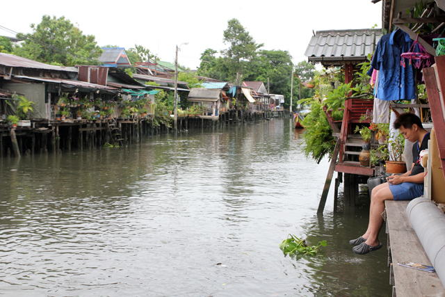 Feeding the fish and relaxing on the canal in Bangkok