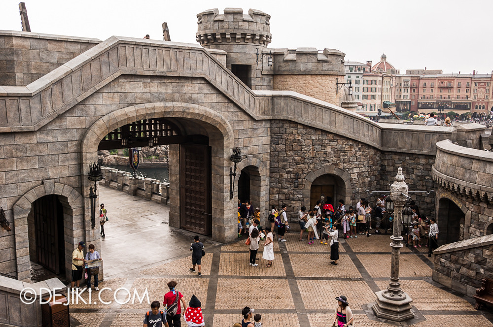Tokyo DisneySea - Mediterranean Harbor / Fortress Explorations / Courtyard