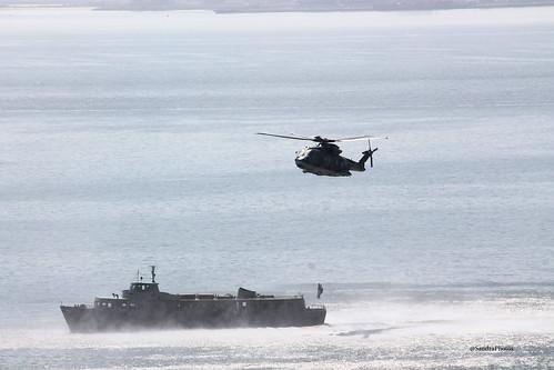 Helicoptero e Navio da Marinha Portuguesa em treinos no Rio Tejo by SandraFotosPortfolio