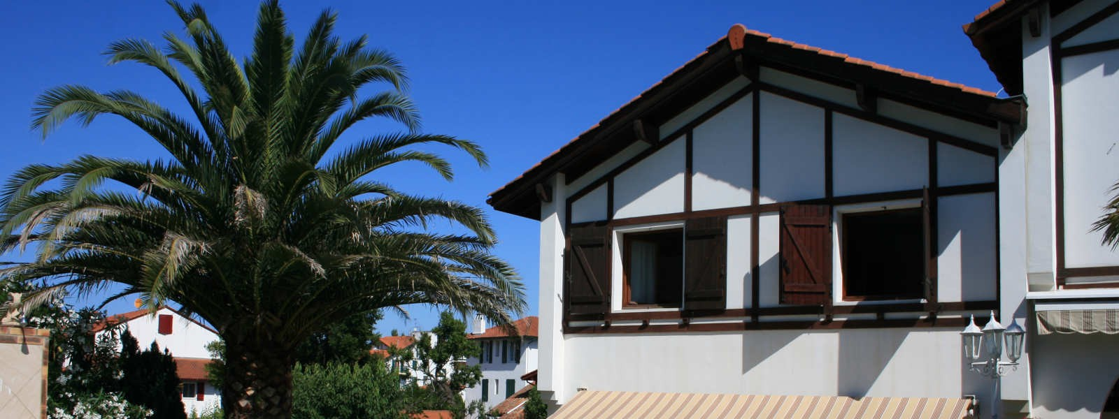 2 appartements dans une maison basque face à la piscine