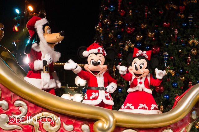 HKDL - Christmas Illumination - Goofy, Mickey and Minnie