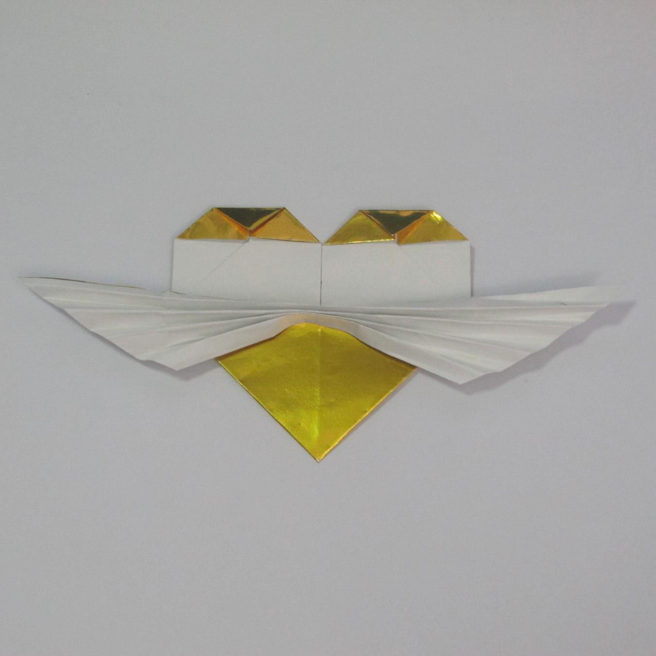 วิธีพับกระดาษเป็นรูปหัวใจติดปีก (Heart Wing Origami) 028