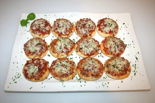 07 - Mamma Gina Mini Steinofen Pizza - Fertig gebacken - Serviert / Served