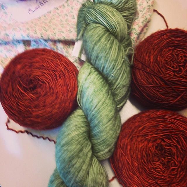 New project #ravelry #jojilocatelli #knitting #instaknit #yarn #madelinetosh #kalfromitaly #iolavoroamaglia #lavoroamaglia #fattoamano #handmade