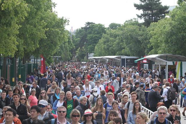 Crowd at Roland Garros  Around the grounds at Roland Garros - day one: Venus, Serena, Berdych, Ferrer, Nadal... 14295879104 20900767f0 z