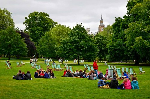 Lovely Sunday in St. James Park. Oh, if you like the deck chairs, you can sit in one, for a price. ;-)