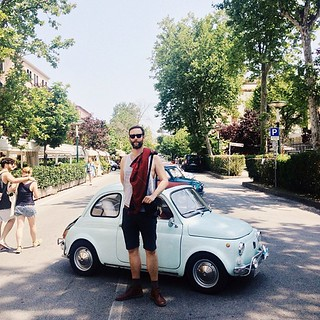 I think fiat 500s are cute... but sizest !! ;)