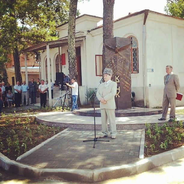 Сегодня, в день Добровольца, государственный праздник Абхазии, в центре Гудауты открыт памятник добровольцам конфедерации народов Кавказа