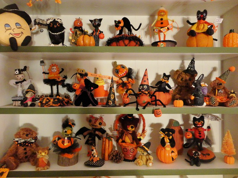 halloween shelfies