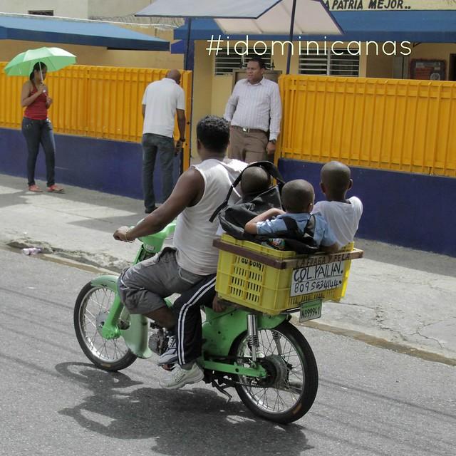 Niños en canasto motor
