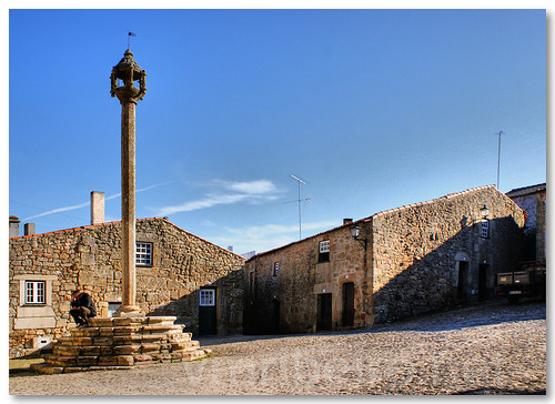 Pelourinho de Castelo Mendo by VRfoto