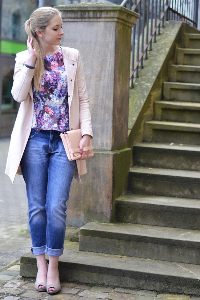Outfit lila Blumen Lana del Ray (1)