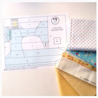 Starting my Cocorico bee block for Erin @whynotsewquilts I am so excited to finally stitch this pattern.  It has been collecting dust for almost a year !  #cocorico #cocoricobee