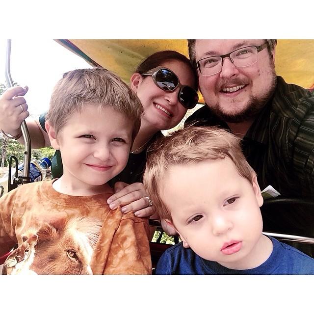 #pictapgo_app #zoomiami #family #selfie ❤️ W always looks serious, hehe.