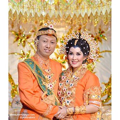 Foto pengantin Bugis. Pernikahan adat Bugis di wedding Kak Eka & Kak Ardi di Cilincing Jakarta Utara, 9 Mei 2015. Foto wedding by @Poetrafoto, website: http://wedding.poetrafoto.com :thumbsup::blush::kissing: