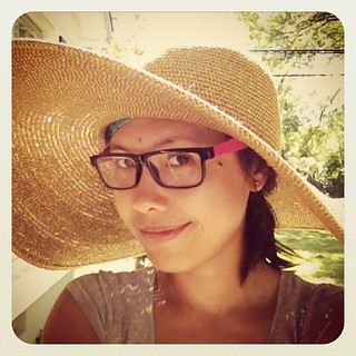 Do I look #farmer enough? #gardening #funinthesun #howtowearaJLoaccessory