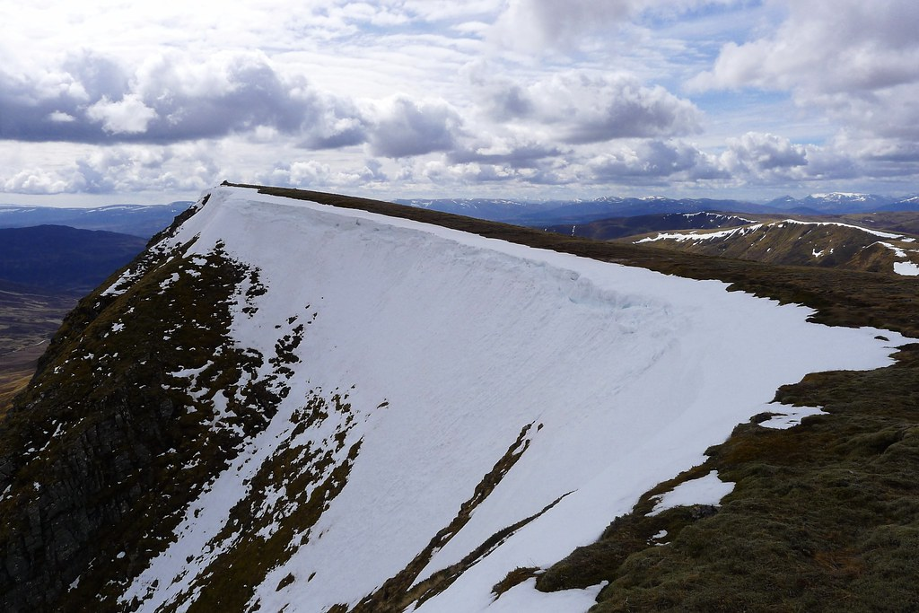 Cornice on Carn Dearg