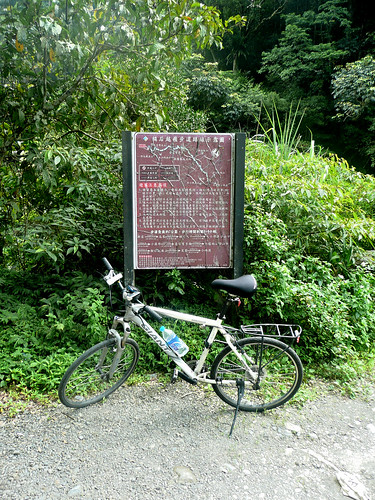 Sign Showing theTonghou Trail (桶后步道)