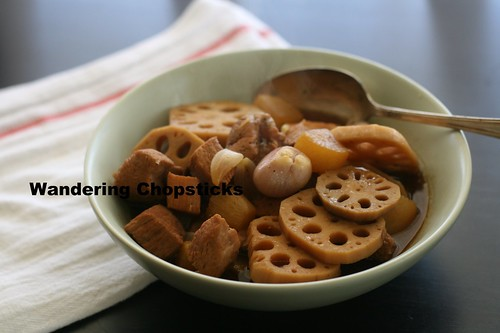 Thit Heo Kho Cu Cai Trang Cu Sen (Vietnamese Braised Pork with Daikon and Lotus Roots) 2