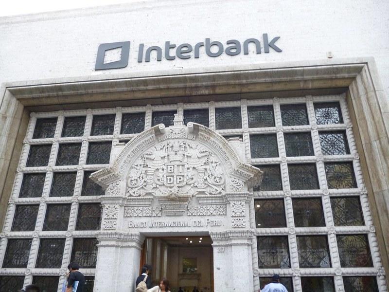 Beautiful door at Interbank in Arequipa