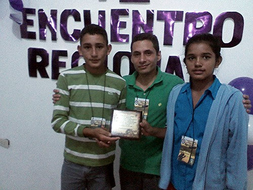 Pedro and Karelis receive award from Pastor Miguelangel Perez.