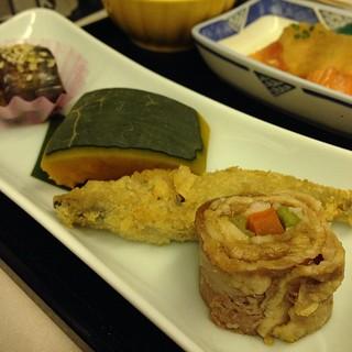 前菜 ・茄子味噌炒め ・南京旨煮 ・きびなごの唐揚げ ・牛肉の野菜巻き