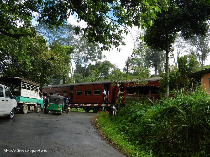 Поезд в горах Шри Ланки