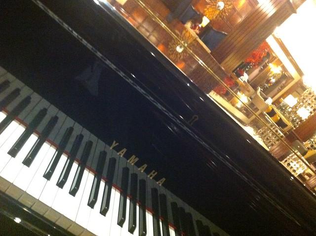 Yamaha Grand Piano at Crowne Plaza, London