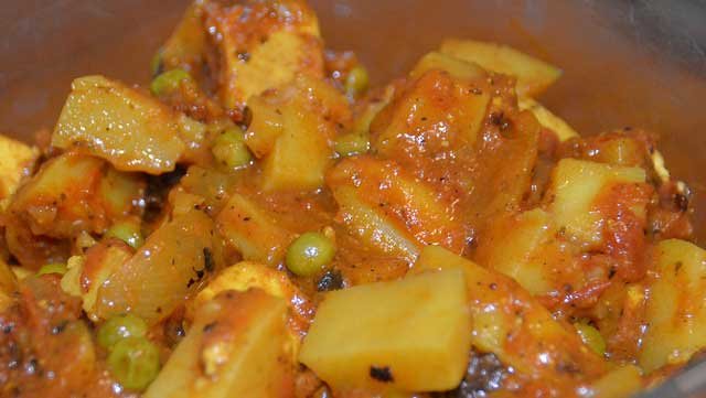 Vegetable curry made from paneer cheese, potatoes and peas
