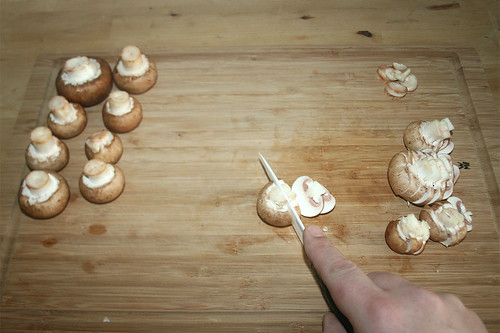 18 - Champignons in Scheiben schneiden / Cut mushrooms in slices