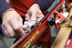 Workshopy naučí, jak servisovat lyže doma