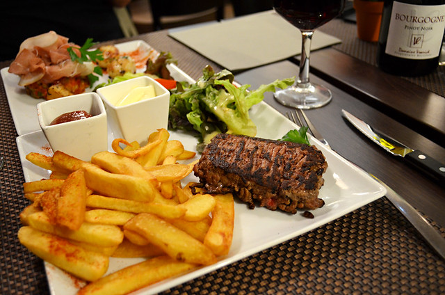 Steak Hache, Brasserie, Hotel Victor, Beauvais, Paris, France